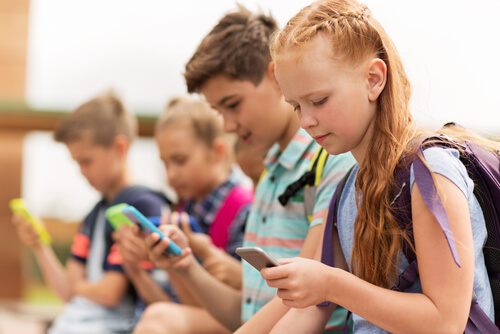 How To Balance Your Kids Cell Phone Use