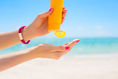 https://www.quickanddirtytips.com/sites/default/files/images/7494/sunscreen.jpg