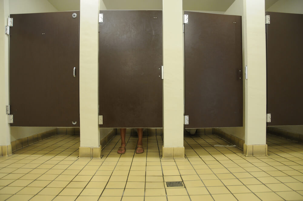 Behold Public Bathroom Stalls In Europe No Awkward Gap In The - Public bathroom partitions