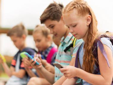 How to Balance Your Kids' Cell Phone Use