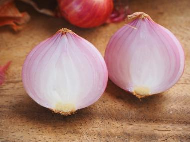 10 Surprising Second Uses for an Onion