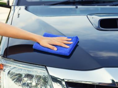 8 Ways to Keep Your Car Looking Shiny and New