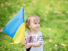 A child waving the flag of Ukraine